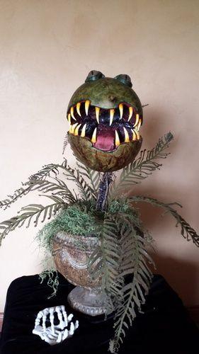 Wonderful flesh eating plant by Halloween forum member ooojen - halloween fish tank decorations