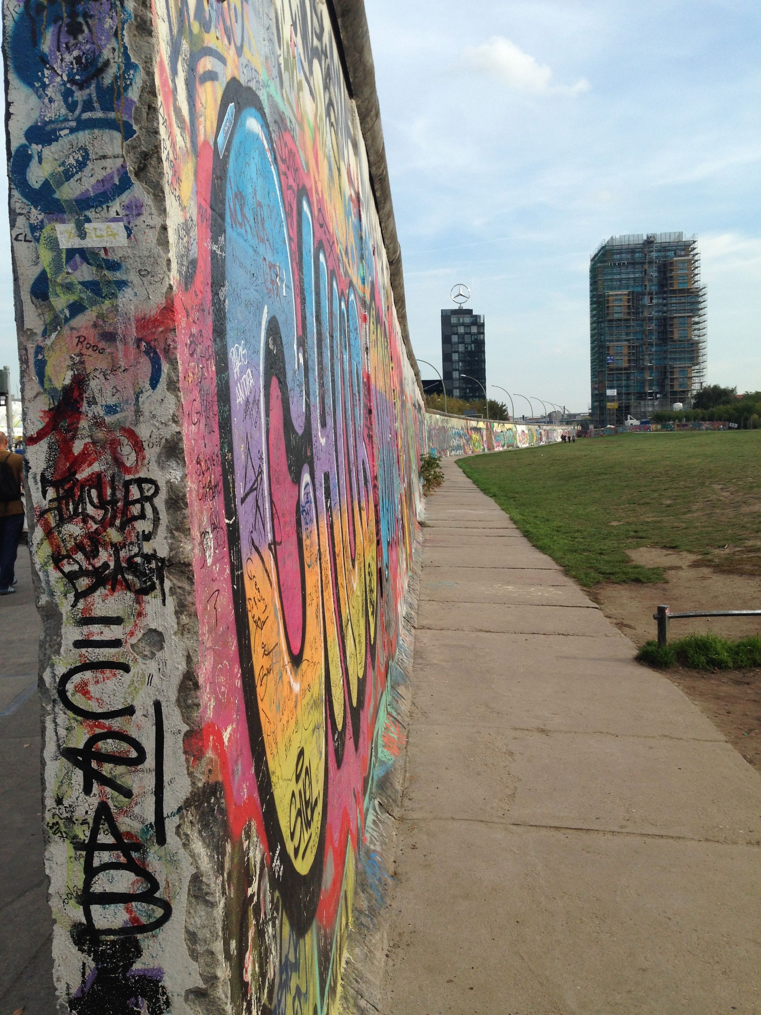 ❖ The East Side Gallery | The Berlin Wall | More than 100 paintings of international artists. Restored in 2009