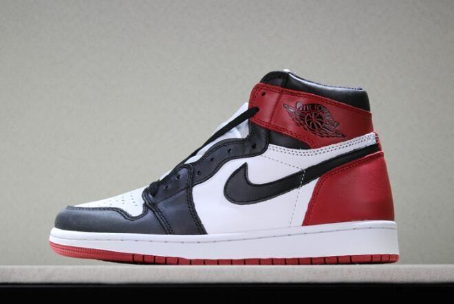 1744fdad669899 Air Jordan 1s Retro High OG