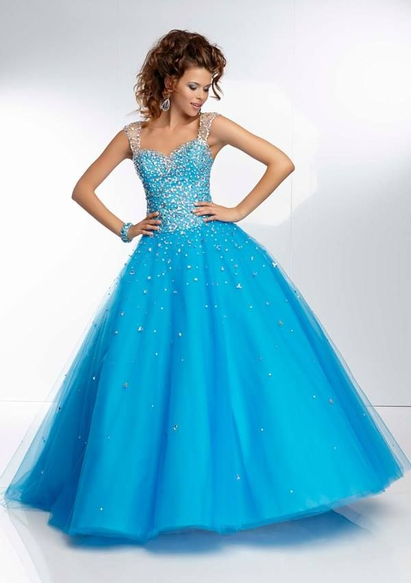 Style YAZIY Beaded Tulle Ball Gown  Zipper Back. Colors Available: Blush, Coral, Peacock. Sizes Available: 0-24.  Precio :$1.361.250 Pesos Colombianos Precio : $ 756 Dolares Americanos