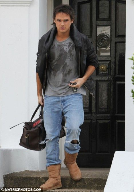 New father Gareth Gates steps out in tatty jeans and Ugg