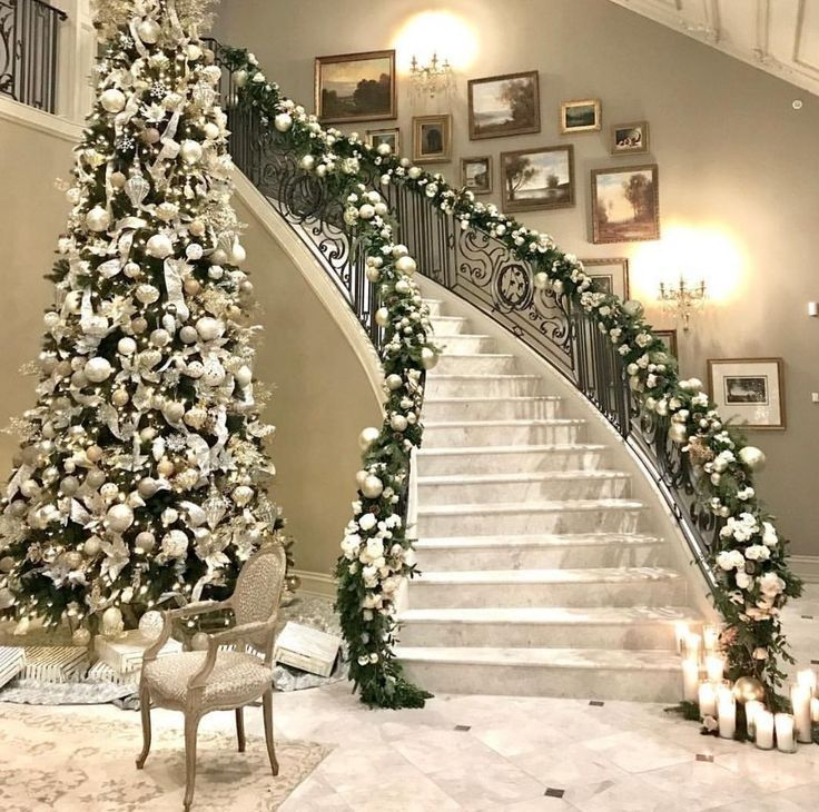 33 Lovely Christmas Tree Decoration Ideas As A Great Inspiration - HOOMDSGN #staircaseideas