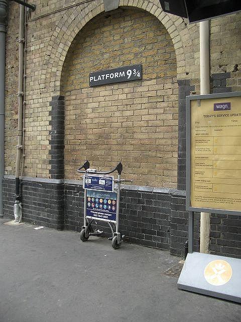 Platform 9 3 4 King S Cross Station Kings Cross Station London London Travel