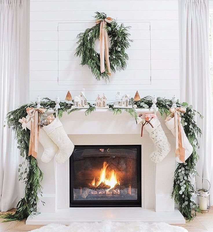 love this winter mantle mantles Pinterest Holidays, Christmas - christmas decorations for mantels