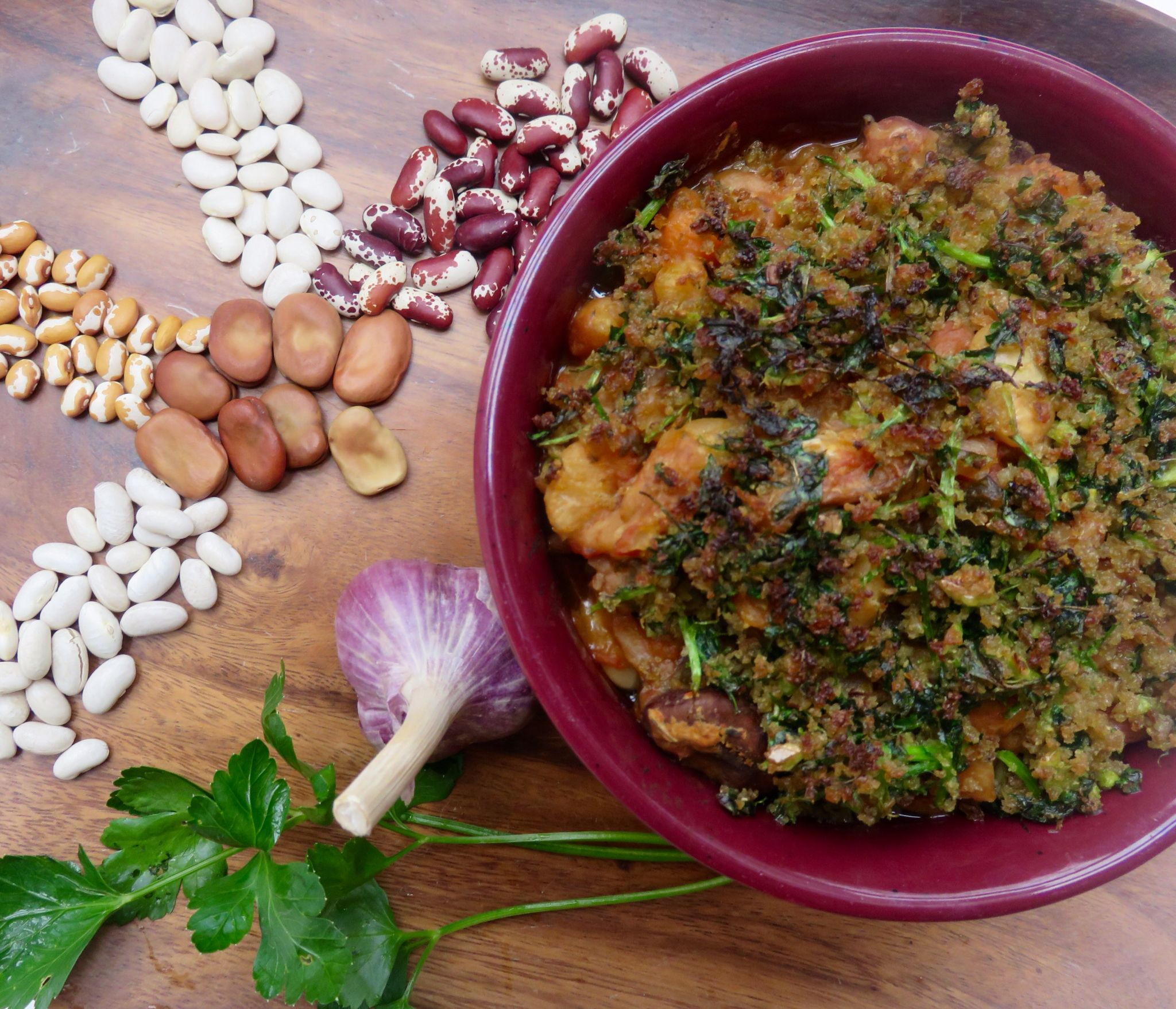 Vegan cassoulet; Heartwarming bean stew with parsley-bread crust