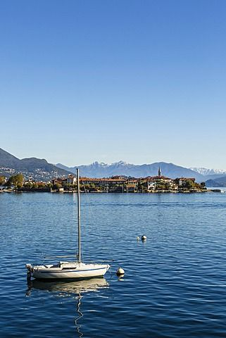 View over Isola Superiore (Isola dei Pescatori), Borromean Islands, Lake Maggiore, Piedmont, Italian Lakes, Italy, Europe
