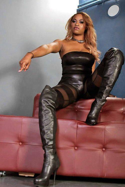 På udkig efter Black Mistress Min Superior Ebony Mistress In-6514