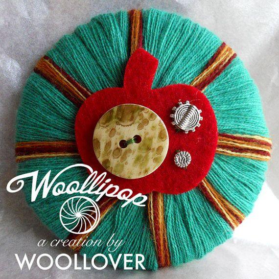 ♡ Spilla in lana ABSOLUTE MINT feltro vintage button di WOOLLOVERlab, €15.00