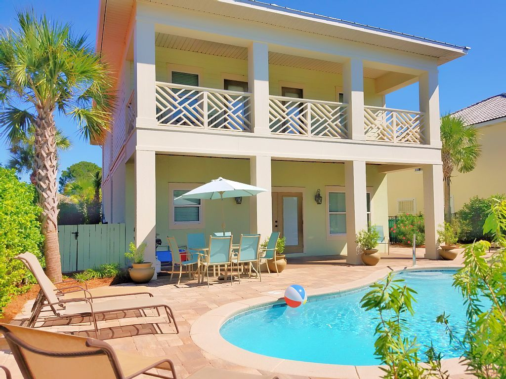 Luxury home private pool golf cart included6 passenger
