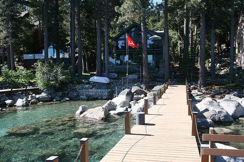 Murray's cabin, Lake Tahoe / http://www.sleeptahoe.com/murrays-cabin-lake-tahoe-2/