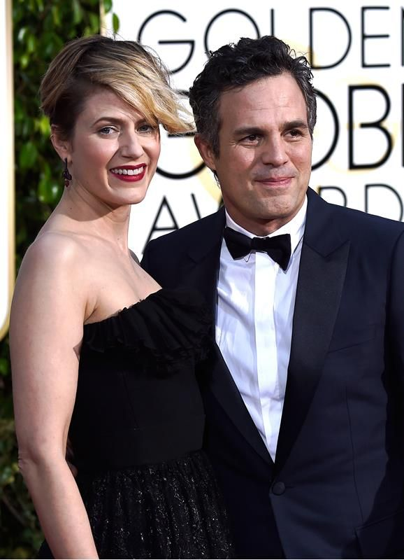 mark ruffalo and wife sunrise coigney award shows red. Black Bedroom Furniture Sets. Home Design Ideas