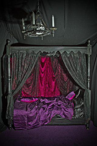 Black, Purple & Red bedroom decor. WoW!!!   Gothic bedroom ...