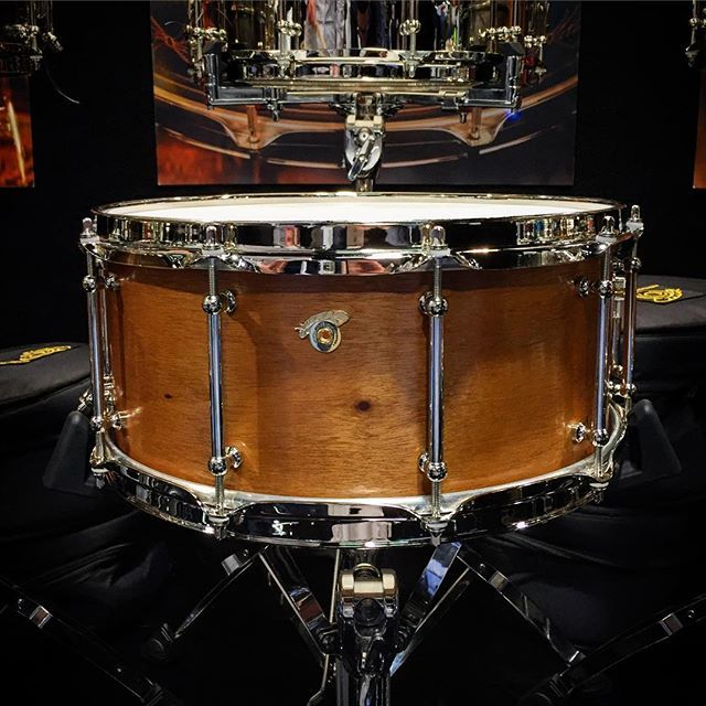 This gorgeous @joyfulnoisedrum Legacy Mahogany is on its way to us from the #thenammshow ! #namm #namm2016 #drums #drum #drumporn #drummer #drumming #joyful #mahogany #boutique #handmade #usa #legacy