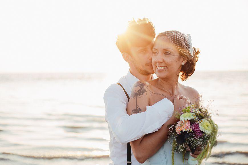 Durchgebrannt In Sankt Peter Ording Pink Pixel Photography Hochzeitsfoto Idee Hochzeit Am Strand Hochzeitsinspirationen