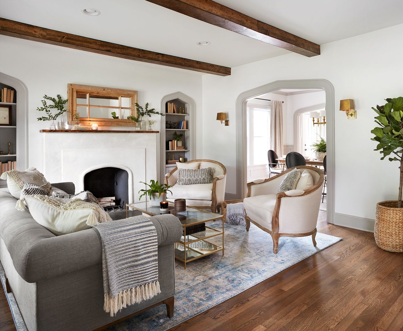 Episode 4 Season 5 Hgtv S Fixer Upper Chip Jo Gaines Fixer Upper Living Room Farm House Living Room Home Living Room