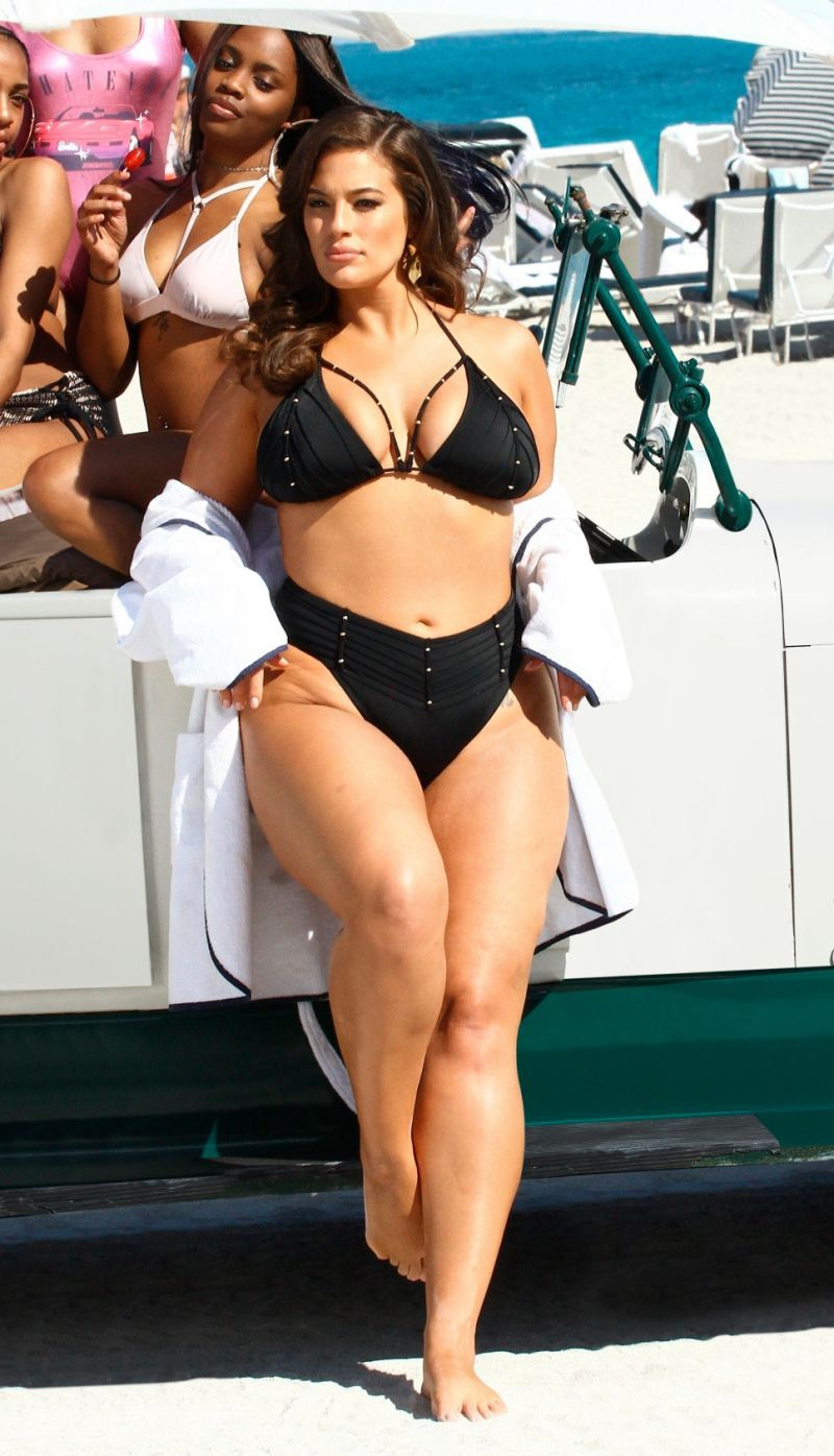 3e4ab99c189ce Ashley Graham's New Swimwear Line Uses Unedited Paparazzi Photos ...