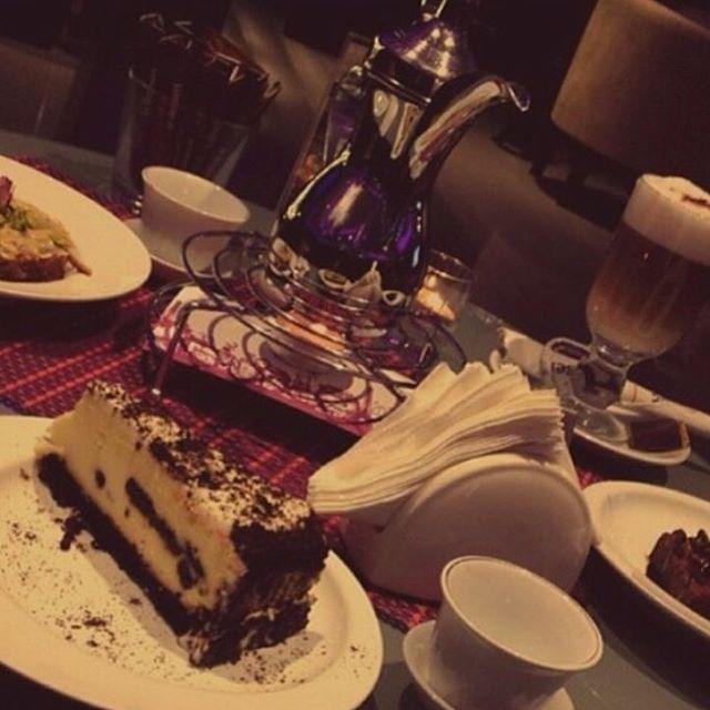 خيارات لذيذه لقهوة اليوم مع قهوة وحلى هدوء وجمال ولذاذه مع من تحبين اليوم من الساعه ٤ ١١م Desserts Cafe Food
