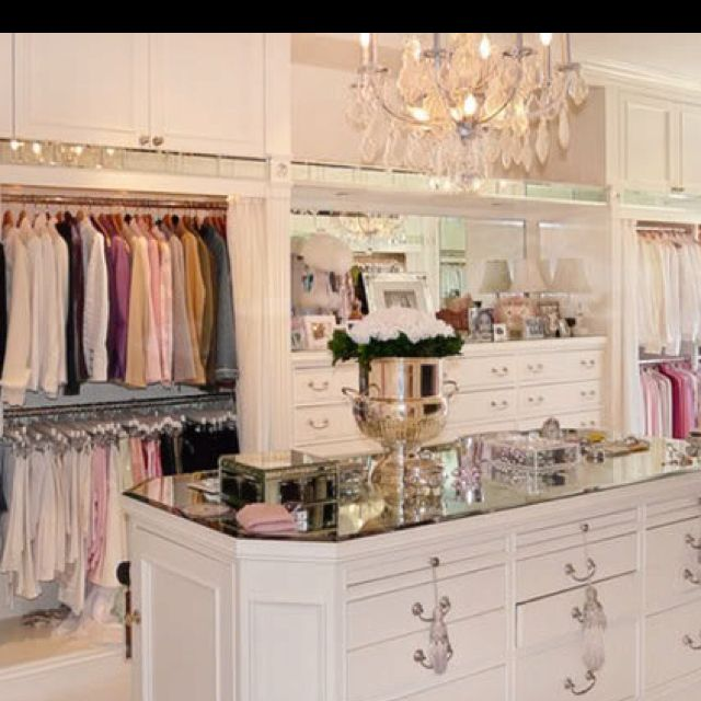 mansion master closet. Lisa Vanderpump\u0027s (and Giggy\u0027s!) Mansion In Beverly Hills Master Closet I