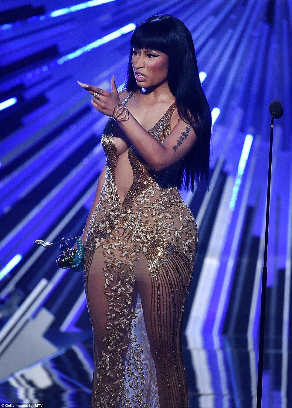 Nicki Minaj Calls Host Miley A B As Taylor Dominates Mtv Vmas Nicki Minaj Miley Cyrus Old Nicki Minaj Nicki Minaj