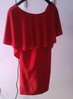 vestido imitacion a zara talla L color cereza muy bonito sienta super bien.
