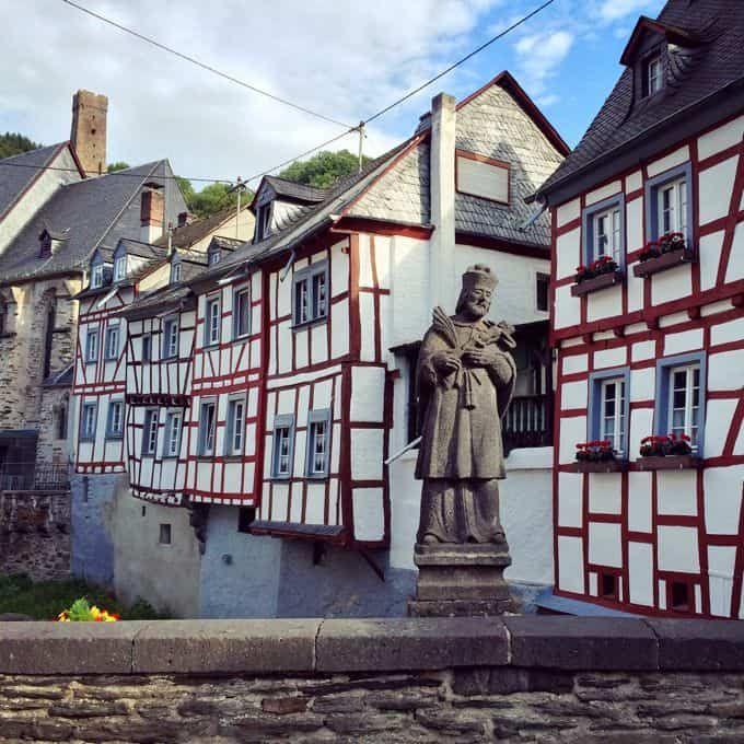Photo of Monreal – Das schönste Dorf der Eifel im Quadrat