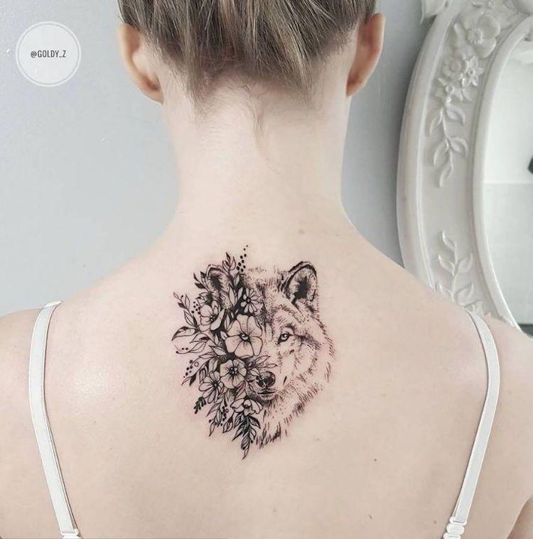 tatouage-loup-femme-tête-loup-fleurs-tatouage-dos | tatouages