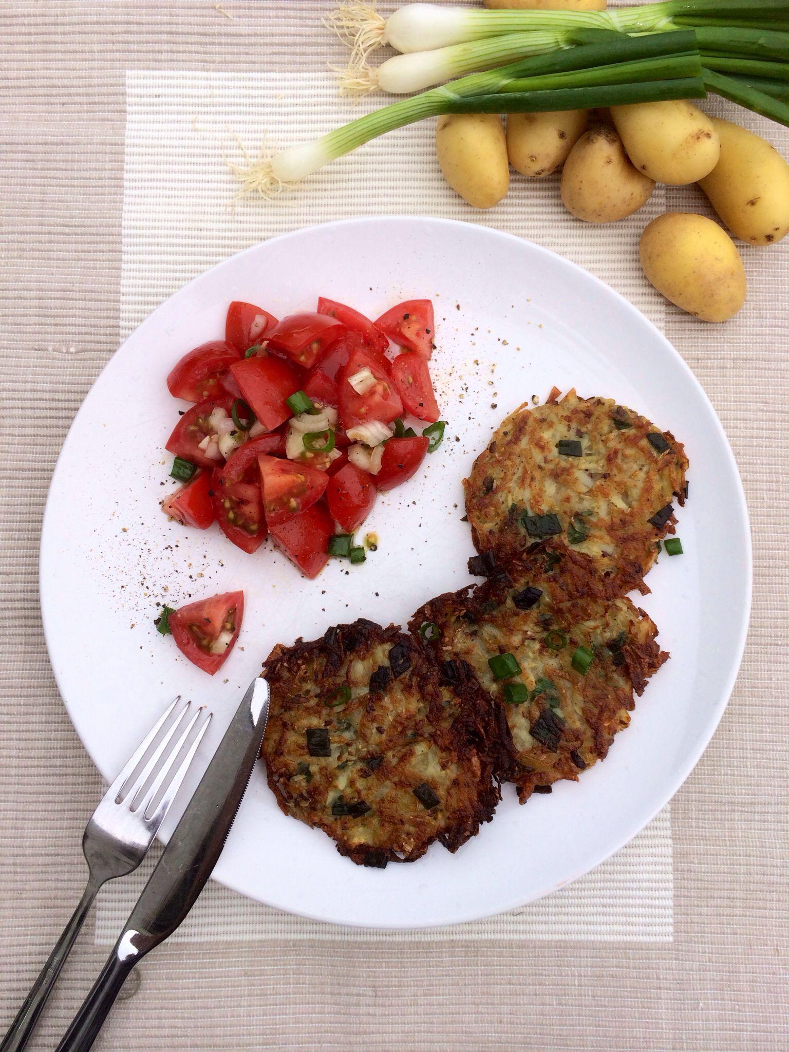 Potato pancakes with onion-leeks and tomato salad