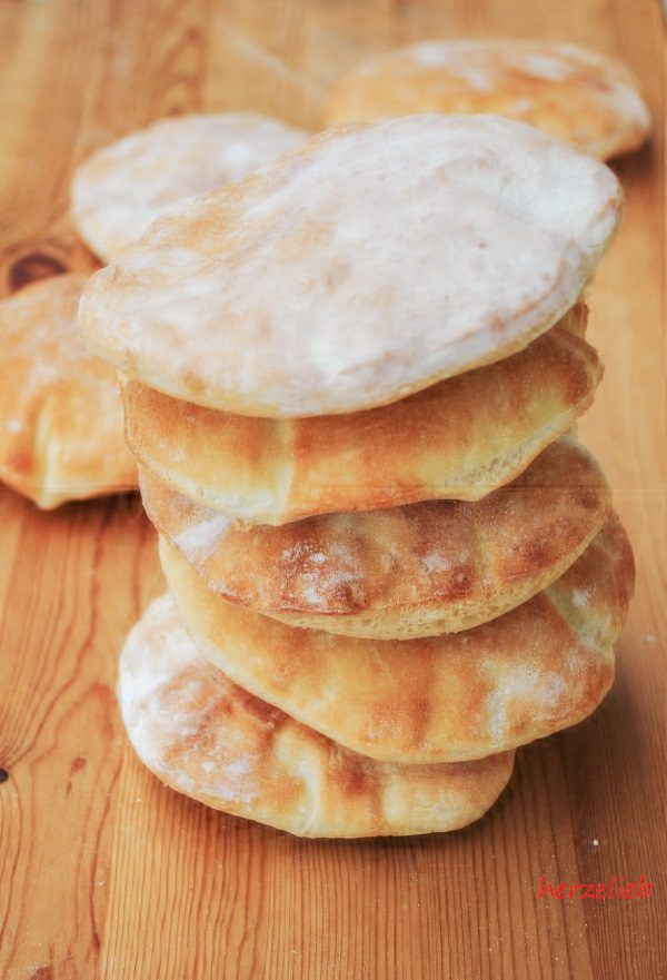 Brottaschen Rezept – schnelles, selbstaufblasendes Pita Brot mit nur 4 Zutaten! #fingerfoodrezepteschnelleinfach