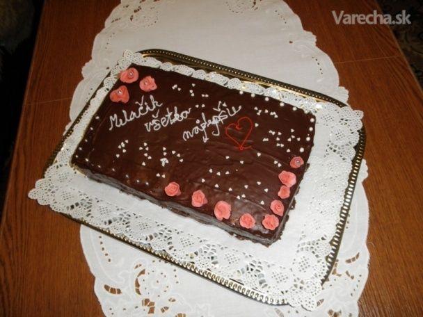 Manželovi k narodeninám som upiekla dobošovú tortu nakolko je pracovne dosť náročná nepečiem ju často, ale teraz som chcela  mu urobiť radosť . Dobošové torty /rezy / sú tu viacej , ale tento recept som tu nenašla a preto  som sa rozhodla ju tu uviesť , lebo je fakt originálna a chuťovo vyvážená.