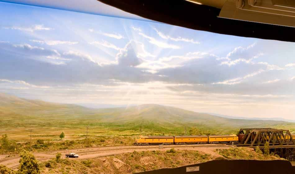 Railroad line forums perfectly done backdrop and scenery - Model railroad backdrops ...