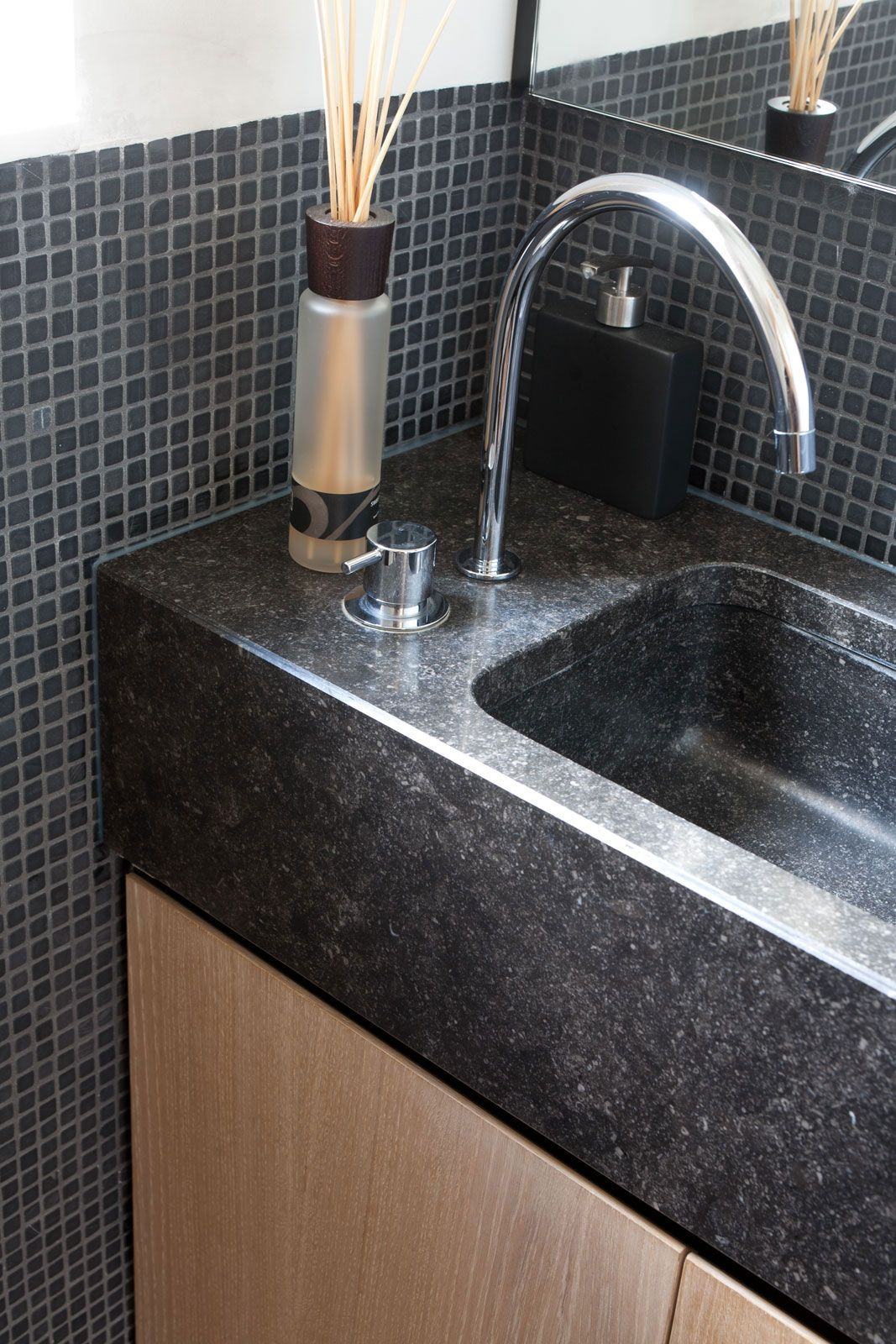 sideways sink for small powder room idea (With images ...