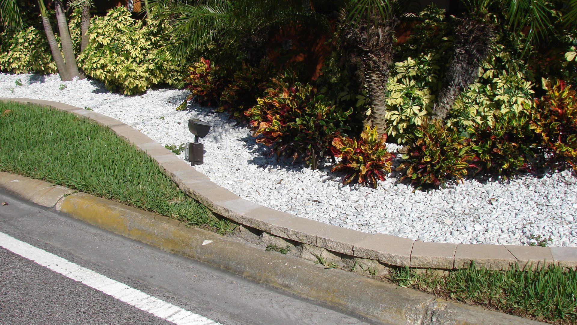 Contoured Landscape Border With White Marble Chips Hardscape