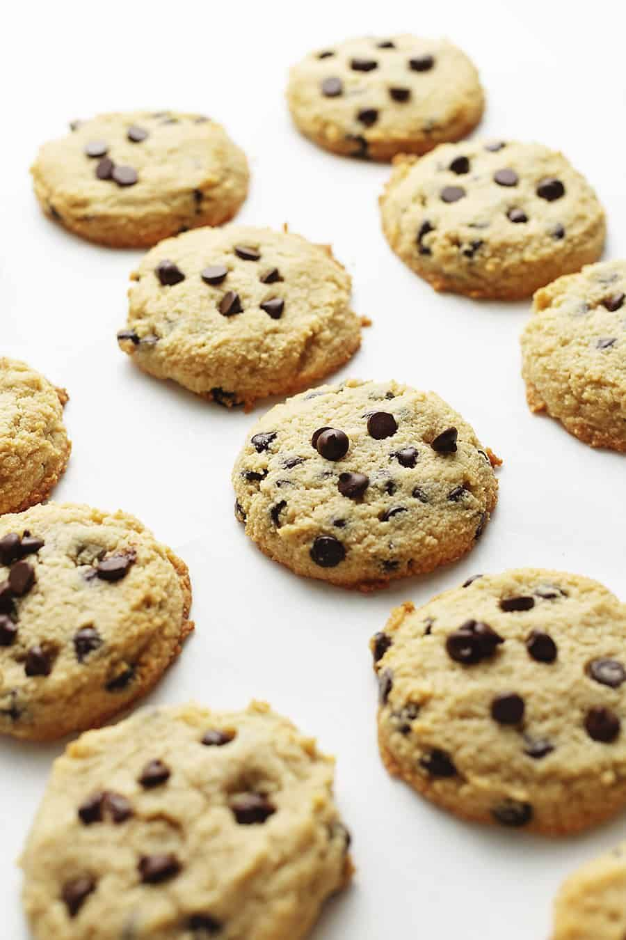 These Keto Chocolate Chip Cookies Are Low Carb Gluten Free Easy