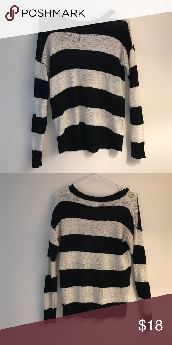 Black and white striped sweater Perfect condition black and white striped sweater. Super cute to wear with jeans and boots! Really nice quality for forever21. Forever 21 Sweaters Crew & Scoop Necks