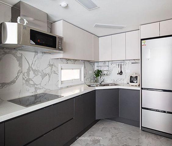 Cocinas Combinadas En Dos Colores Como Podemos Combinar Los Colores Para La Cocina Cocina Cocina Gris Y Blanca Cocina Blanca Y Negra Diseno Muebles De Cocina
