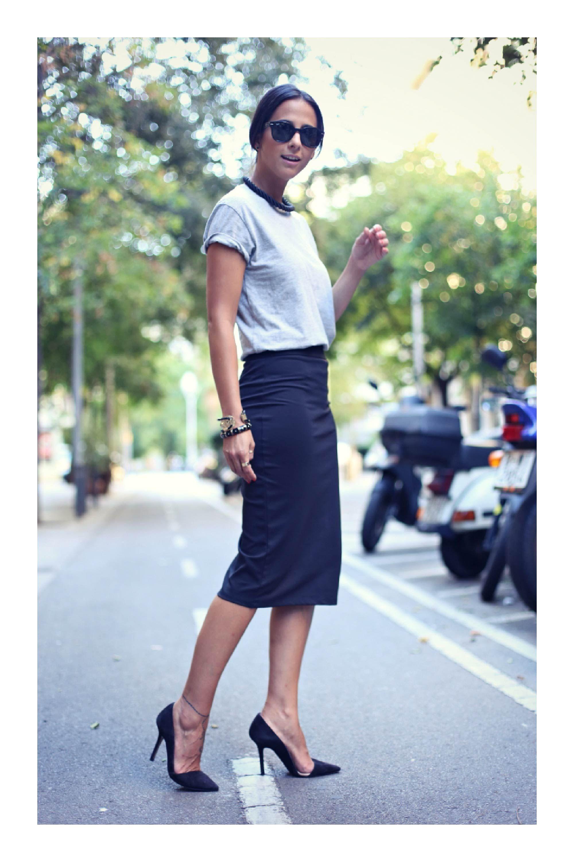 5 tipos de faldas que son imprescindibles en tu armario  TiZKKAmoda  blusa   falda  negro  lentes  stilettos  look  officer 7c054d6e9d7c