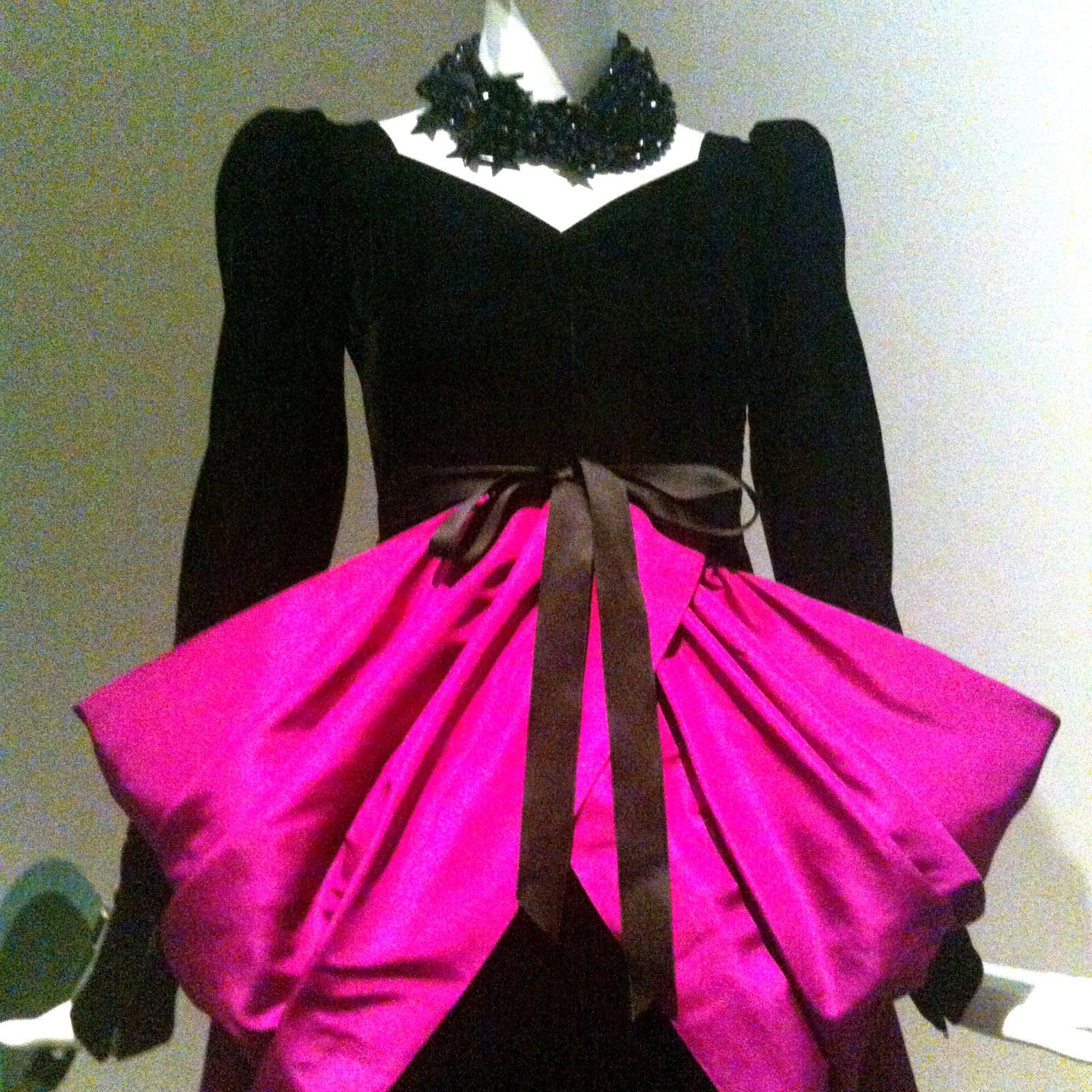 Se inaugura la exposición de Givenchy en el Thyssen http://castigodedior.blogspot.com.es/2014/10/y-por-fin-llego-givenchy.html