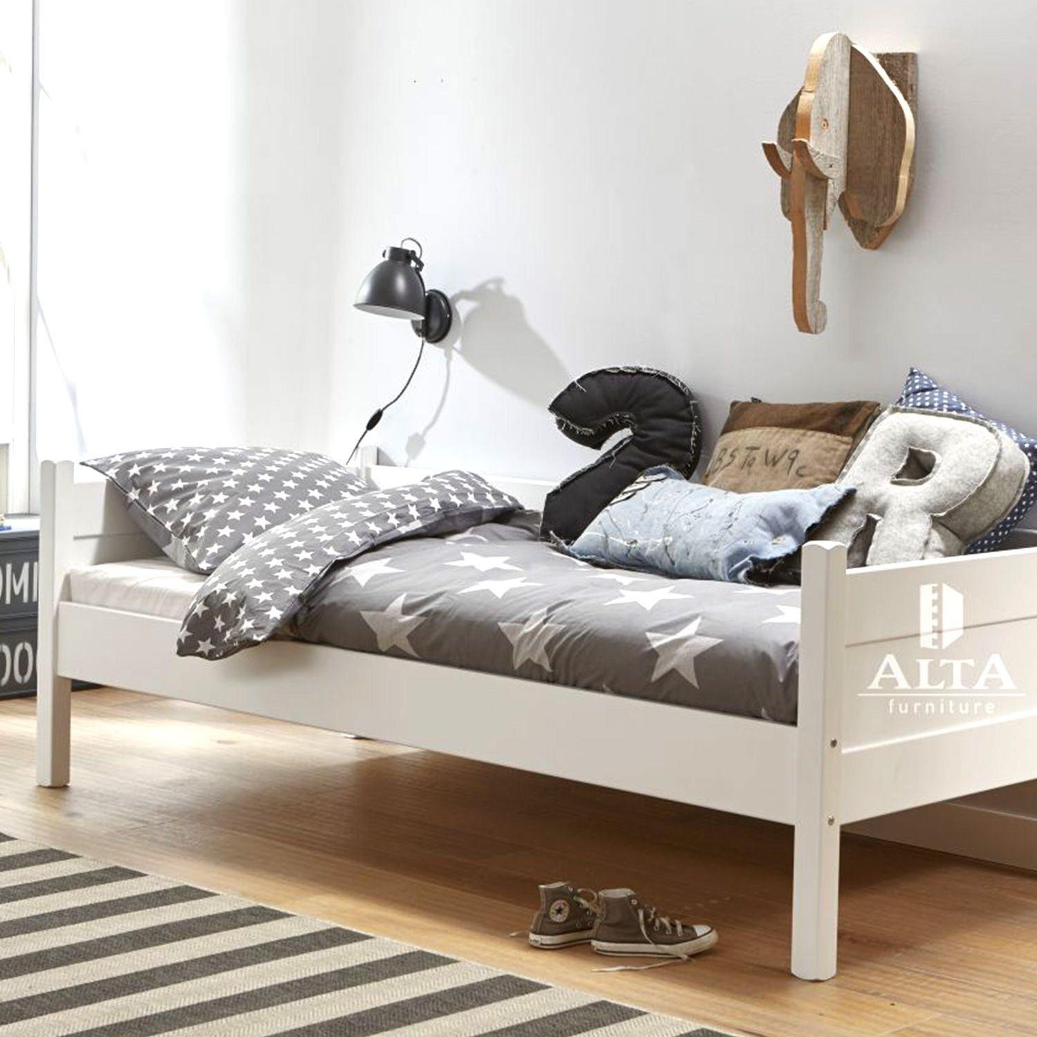 tagesbett 90x200 best jugendbett einzelbett holzbett bettgestell x wei tagesbett bett kiefer. Black Bedroom Furniture Sets. Home Design Ideas