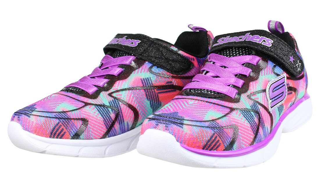 85ef6c54002 Παιδικά αθλητικά παπούτσια SKECHERS σε απόχρωση μαύρο/μώβ με ένα  αυτοκόλλητο λουράκι και ελαστικά κορδόνια. ΥΛΙΚΟ.