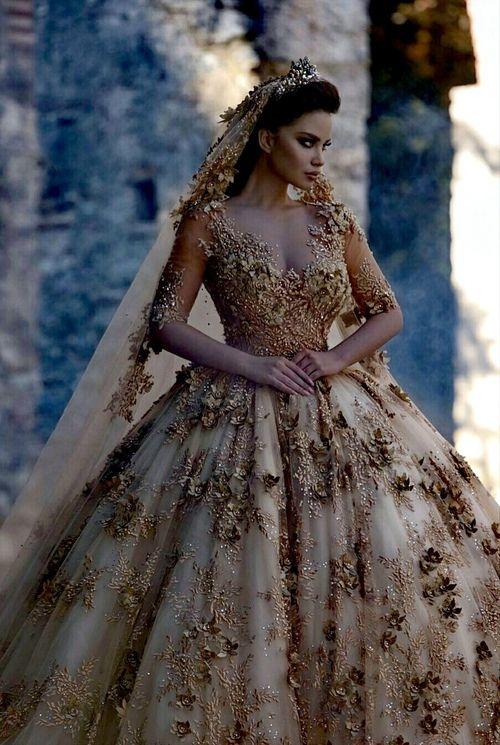 Vestiti Eleganti We Heart It.Pin Di Makbule Shukle Su Chiesa Abiti Da Sposa Abiti Di Sera