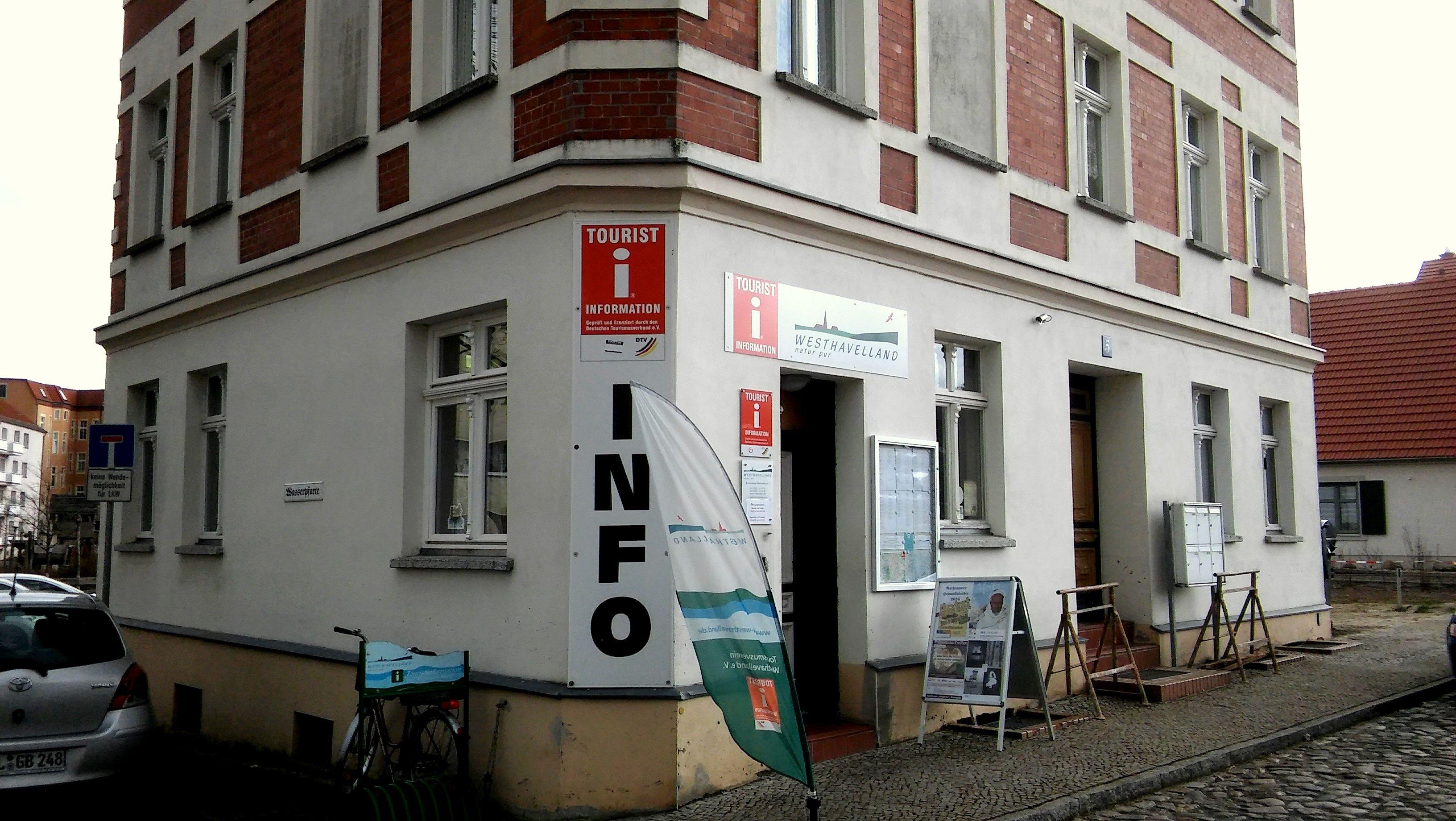 Die freundliche Tourist-Information in Rathenow, gegenüber der Kirche, bietet einen freundlichen und kompetenten Besucherservice