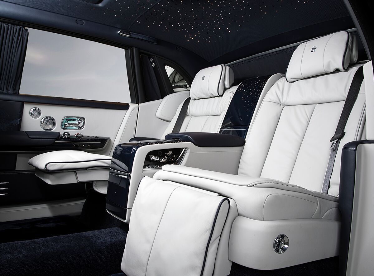 10 Features That Make The Rolls Royce Phantom Viii The Most Luxurious Car Ever Built Rolls Royce Phantom Rolls Royce Rolls Royce Black