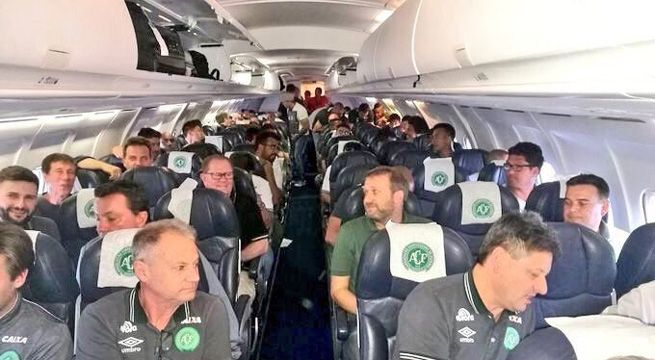 Plane Carrying Brazilian Soccer Team To Colombia Crashes 25 Dead Many Missing Update 25 Bodies Recovered From Soccer Team Brazil Football Team Football Club