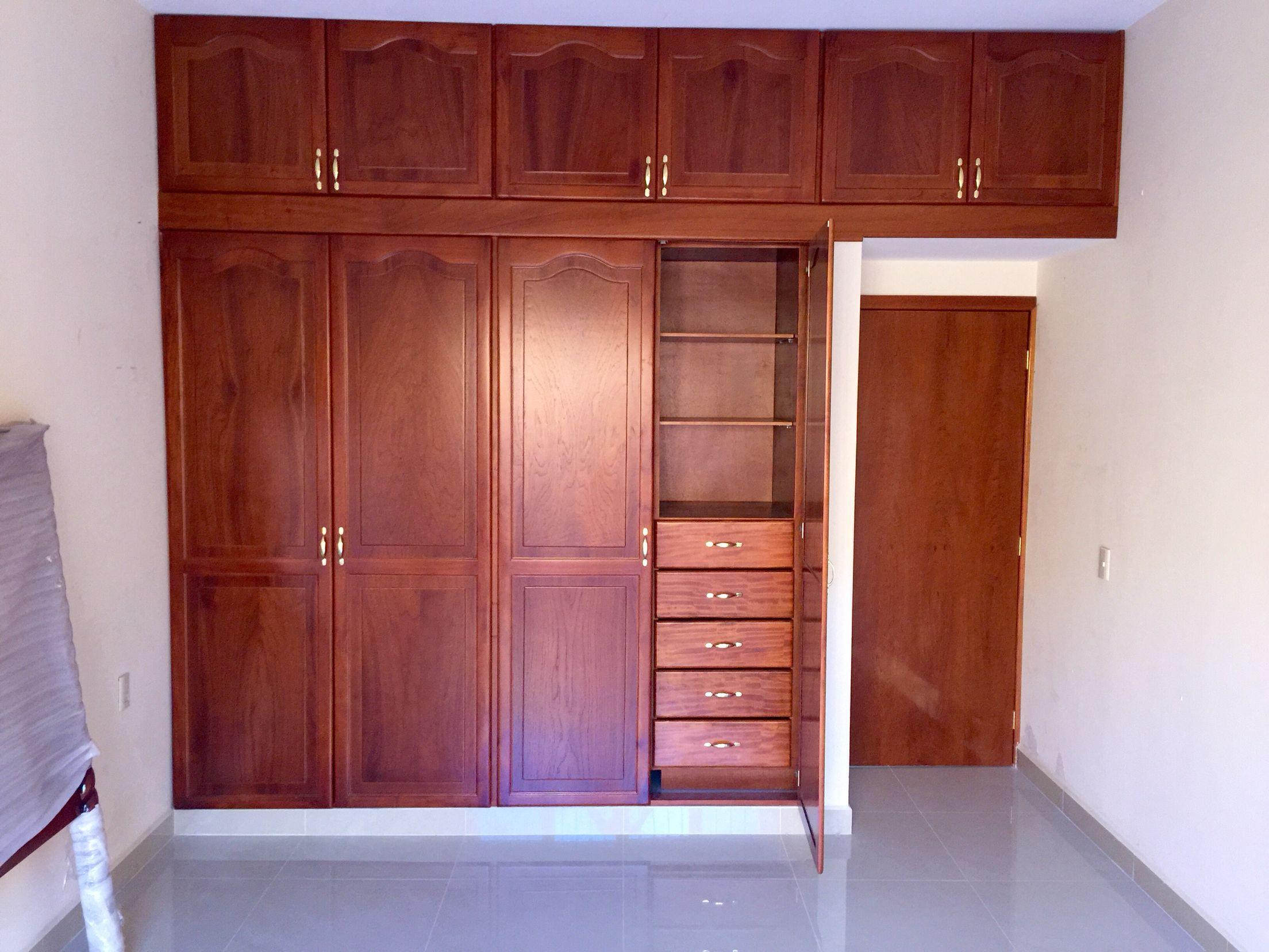 Cl set de cedro con puertas estilo catedral puertas for Modelos de puertas para closet