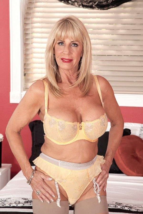 Xxx milf film catalogue