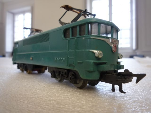 inventaire d 39 un train lectrique ici une locomotive bb 9201 sncf au catalogue de jouef de 1958. Black Bedroom Furniture Sets. Home Design Ideas