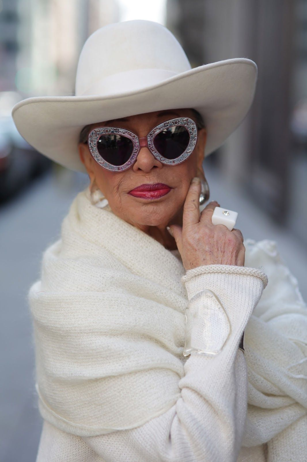 Mode · ADVANCED STYLE  In Memory of Lynn Dell, The Countess of Glamour ·  LunettesLe ... 4980dbf6a08e