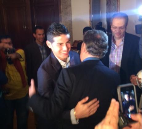 Presidente Santos visita a James Rodríguez en Madrid. Nov 2/14   Cada vez que James juega Colombia se estremece: Santos