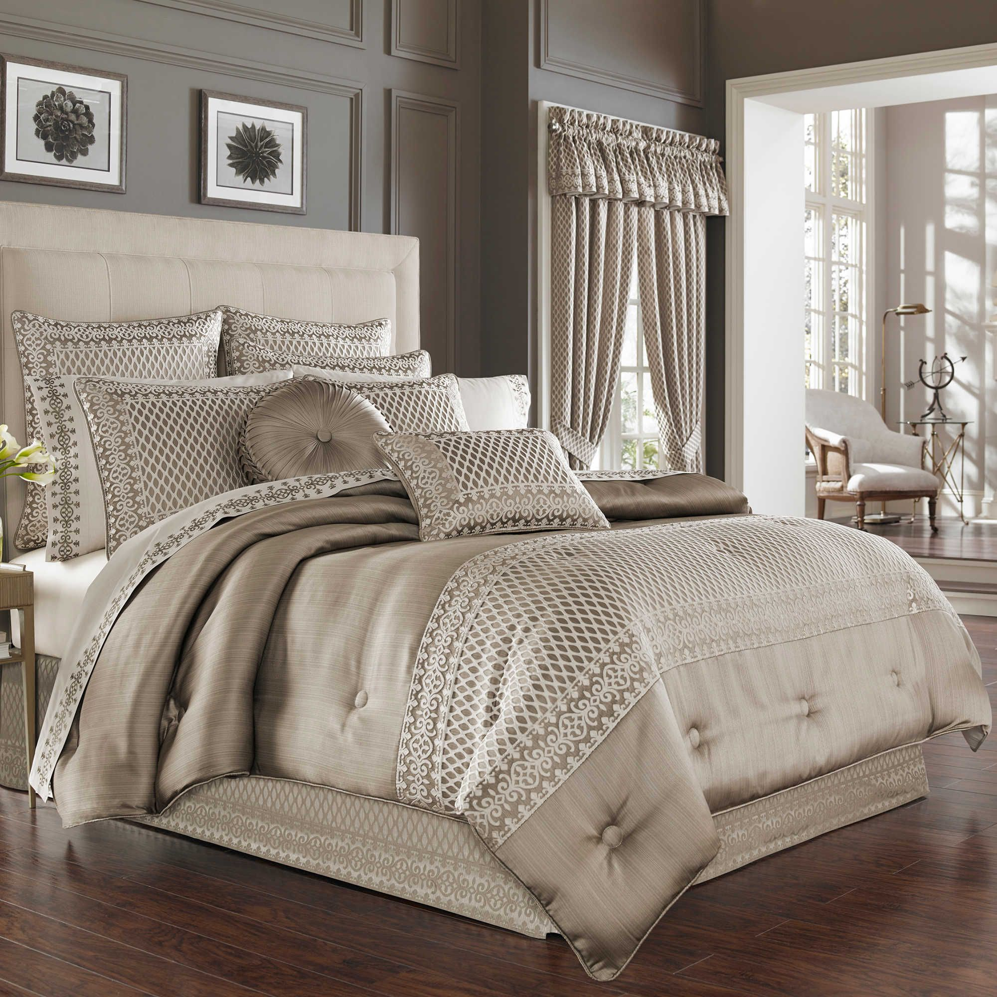 J Queen New York Bohemia Comforter Set In Champagne