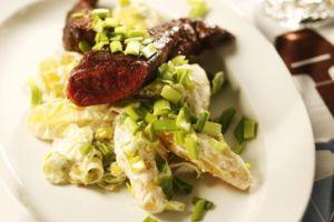 Puikulaperunasalaatti ja paahdettu poronfilee